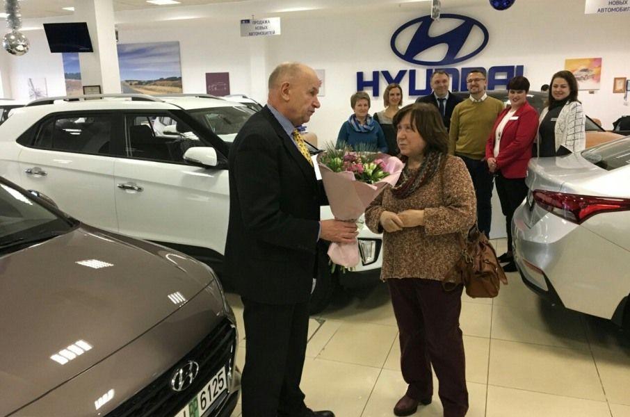 Светлана Алексиевич стала обладателем нового Hyundai Accent.